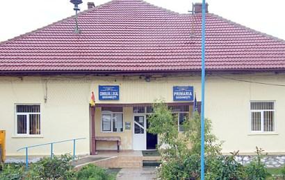 S-au închis școlile în comuna cea mai afectată de coronavirus din județ!