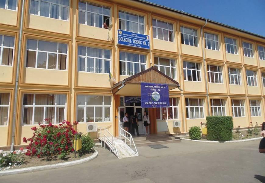 Târgu Jiu: Director de liceu, infectat cu COVID