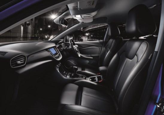 my18_grandland-x-interior-2_1800x1800
