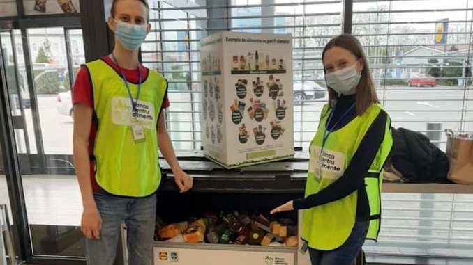 """Voluntarii programului """"Banca pentru Alimente"""". FOTO Cosmin Bârzan"""