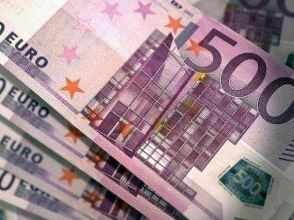 Bani pentru finanțări. FOTO cosmix