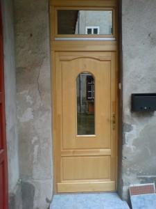 íves felülvilágítós ajtó beépítés
