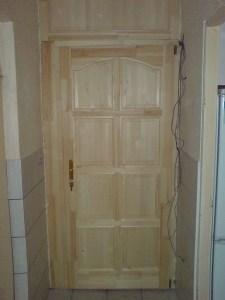 Ajtócsere panel lakásban