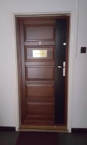 Adyliget fa bejárati ajtócsere
