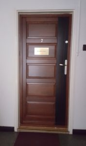 Akadémiaújtelep fa bejárati ajtócsere