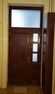 Almáskert fa bejárati ajtócsere