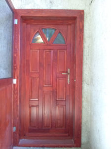 Cinkota fa bejárati ajtócsere