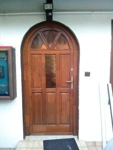 Csepel-Belváros fa bejárati ajtócsere