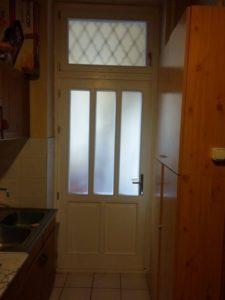 Fa bejárati ajtó beépítés