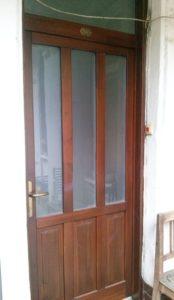 Keresztúridűlő fa bejárati ajtócsere