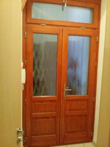 Virányos fa bejárati ajtócsere