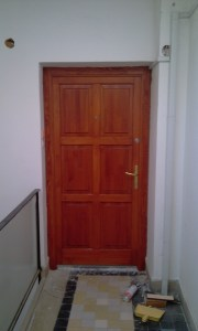 Ganztelep fa bejárati ajtócsere