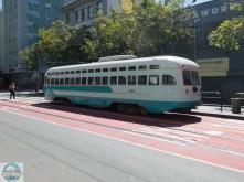 Viele verschiedene historische Straßenbahnen sind in Betrieb