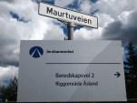 Maurtuveien og Stensrudåsveien til Åsland riggområde er nå merket som beredskapsveier. Avkjøringen i Åslandkrysset til E6 vil bli benyttet for all trafikk. Beredskapsveiene vil bare bli brukt dersom Åslandkrysset av en eller annen grunn er sperret. (foto: Sven Brun)