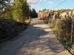 Maurtuveien blir tidvis stengt for å få lagt dreneringsrør under veien. (foto: Sven Brun)