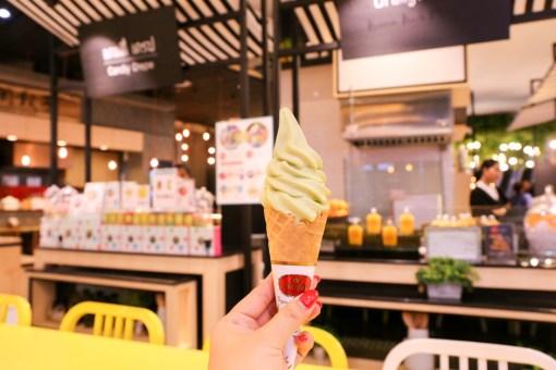 タイで一番有名&人気のタイミルクティー CHA TRA MUE (チャータームー)でソフトクリームを。
