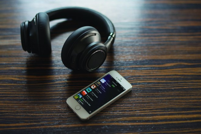 backbeat_pro_iphone_playlist_13AUG14