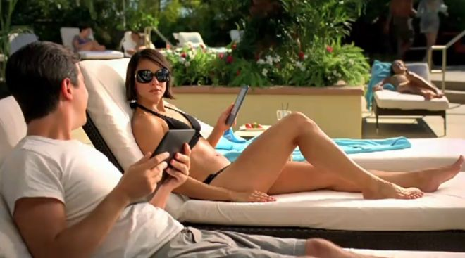 kindle-v-ipad-pool-woman