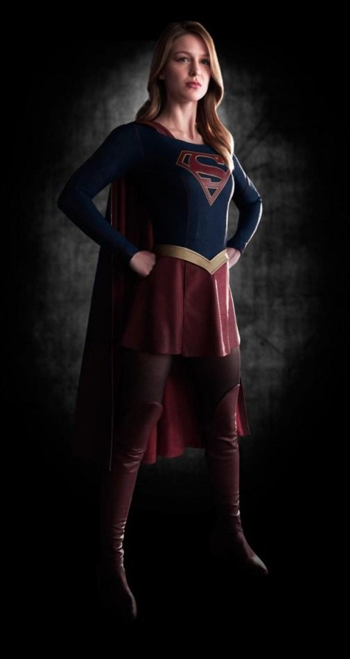O uniforme da Supergirl, revelado hoje. Eu gostei bastante.