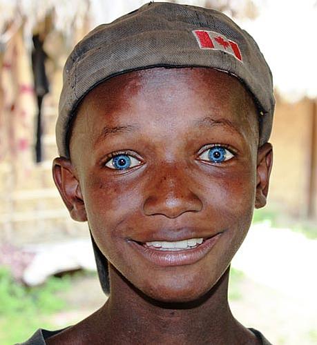 noir aux yeux bleus