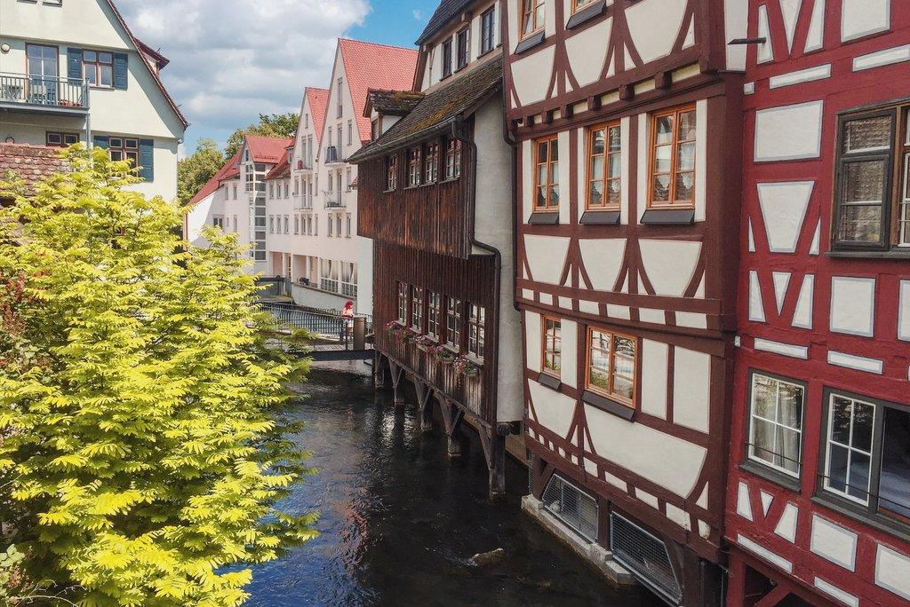 "Ulm-die-besten-Reisetipps"" srcset=""https://i2.wp.com/www.blackdotswhitespots.com/bdws/wp-content/uploads/2019/02/Ulm-die-besten-Reisetipps.jpg?resize=1024%2C684&ssl=1 1024w, https://www.blackdotswhitespots.com/bdws/wp-content/uploads/2019/02/Ulm-die-besten-Reisetipps-500x334.jpg 500w, https://www.blackdotswhitespots.com/bdws/wp-content/uploads/2019/02/Ulm-die-besten-Reisetipps-768x513.jpg 768w, https://www.blackdotswhitespots.com/bdws/wp-content/uploads/2019/02/Ulm-die-besten-Reisetipps-330x220.jpg 330w, https://www.blackdotswhitespots.com/bdws/wp-content/uploads/2019/02/Ulm-die-besten-Reisetipps-296x197.jpg 296w, https://www.blackdotswhitespots.com/bdws/wp-content/uploads/2019/02/Ulm-die-besten-Reisetipps-690x461.jpg 690w, https://www.blackdotswhitespots.com/bdws/wp-content/uploads/2019/02/Ulm-die-besten-Reisetipps-868x580.jpg 868w"" sizes=""(max-width: 1024px) 100vw, 1024px""/> </dt data-recalc-dims="