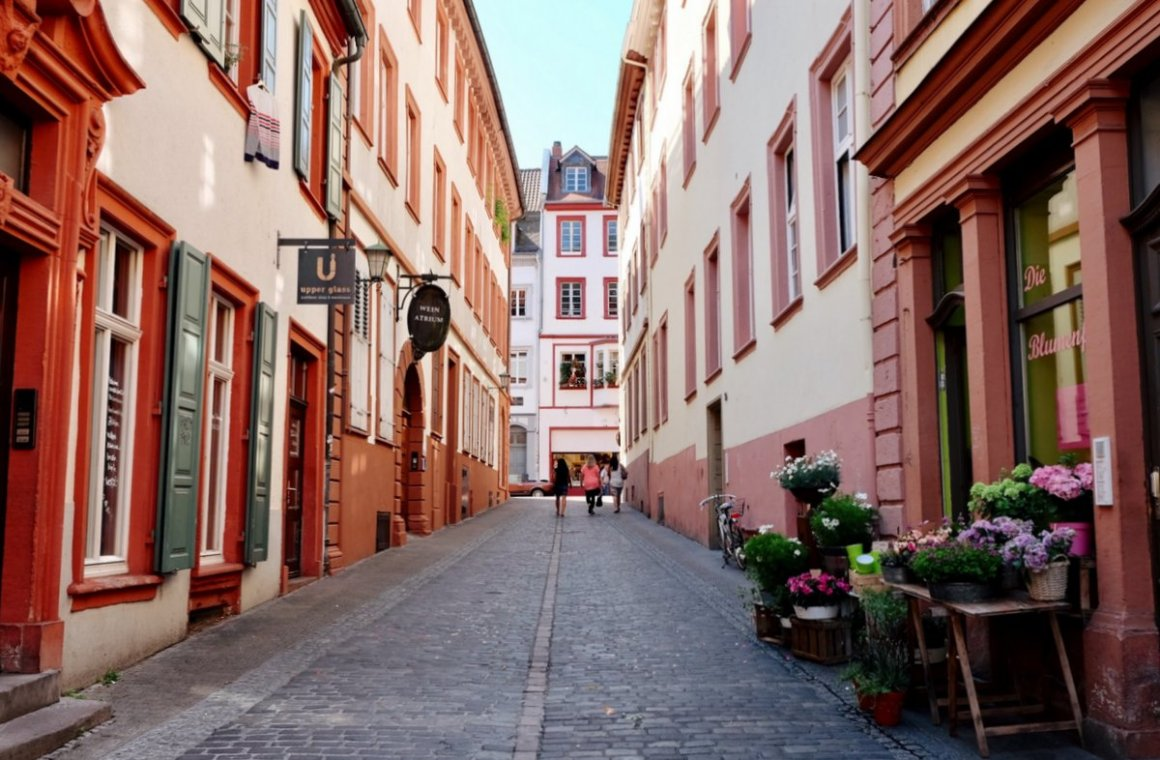 "Heidelberg_Altstadt-Gassen ""srcset ="" https://i2.wp.com/www.blackdotswhitespots.com/bdws/wp-content/uploads/2019/05/Heidelberg_Altstadt-Gassen.jpg?resize=1160%2C760&ssl=1 1200w, https://www.blackdotswhitespots.com/bdws/wp- content / uploads / 2019/05 / Heidelberg_Altstadt-Gassen-500x328.jpg 500w, https://www.blackdotswhitespots.com/bdws/wp-content/uploads/2019/05/Heidelberg_Altstadt-Gassen-768x503.jpg 768w, https: //www.blackdotswhitespots.com/bdws/wp-content/uploads/2019/05/Heidelberg_Altstadt-Gassen-1024x671.jpg 1024w, https://www.blackdotswhitespots.com/bdws/wp-content/uploads/2019/05 /Heidelberg_Altstadt-Gassen-300x197.jpg 300w, https://www.blackdotswhitespots.com/bdws/wp-content/uploads/2019/05/Heidelberg_Altstadt-Gassen-330x216.jpg 330w, https://www.blackdotswhitespots.com /bdws/wp-content/uploads/2019/05/Heidelberg_Altstadt-Gassen-690x452.jpg 690w, https://www.blackdotswhitespots.com/bdws/wp-content/uploads/2019/05/Heidelberg_Altstadt-Gassen-1050x688. jpg 1050w, https://www.blackdotswhitespots.com/bdws/wp-content/uploads/201 9/05 / Heidelberg_Altstadt-Gassen-885x580.jpg 885w ""sizes ="" (max-width: 1200px) 100vw, 1200px ""/> </dt data-recalc-dims="