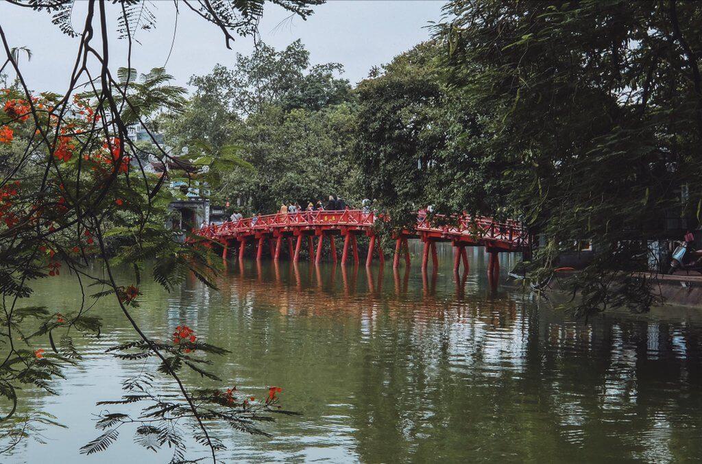 Brug Hoan Kiem Lake Hanoi