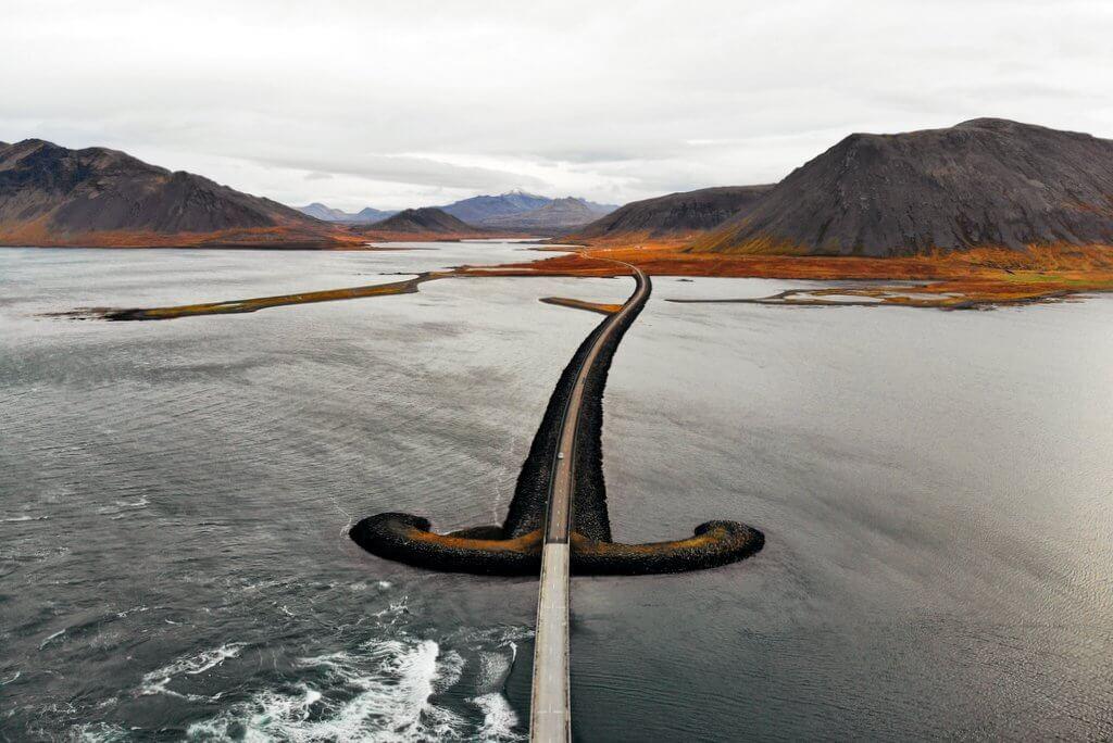 Drone in de Straat van IJsland Snaefellsnes