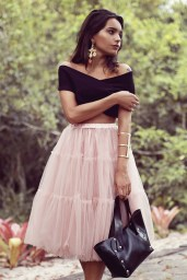 Fashion blogger Alana Ruas is wearing a fabulous pink tulle skirt