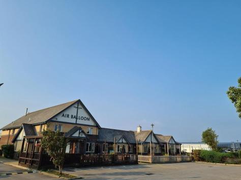 Air Balloon / Squires Gate Lane / Blackpool Airport / Lancashire / FY4 2QS / 01253 362400