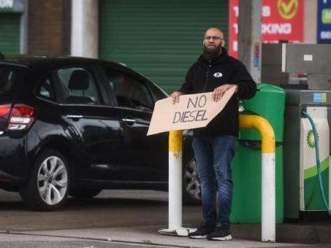 A worker at BP in Fleetwood Road North, Thornton, holds a sign saying 'No diesel' on Friday, September 24, 2021 (Picture: Dan Martino for The Gazette)