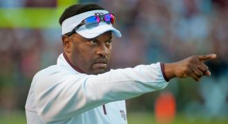 Texas A&M coach Kevin Sumlin turned down offers from the Philadelphia Eagles and Auburn, report says. (AP Photo)