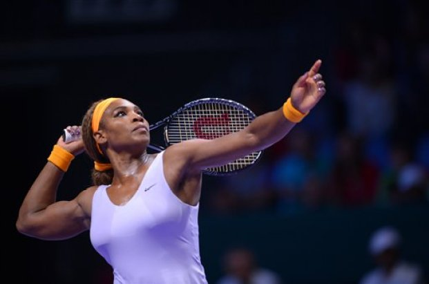 Serena Williams of the U.S prepares to return a shot to Li Na of China during their final tennis match at the WTA Championship in Istanbul, Turkey, Sunday, Oct. 27, 2013. The world's top female tennis players compete in the championships which runs from Oct. 22 until Oct. 27.(AP Photo)