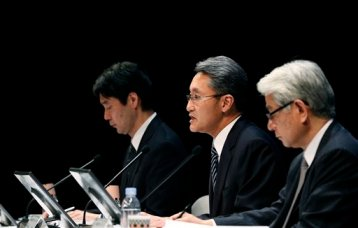 Sony Corp. President and CEO Kazuo Hirai, center, speaks during a press conference at the Sony headquarters in Tokyo Thursday, Feb. 6, 2014. (AP Photo/Shizuo Kambayashi)