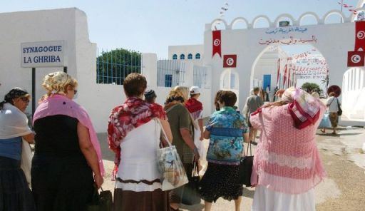 Jewish pilgrims, some of them coming from Israel, walk toward the synagogue of El-Ghriba, in DJerba island, Tunisia in 2006. (Photo by AP)