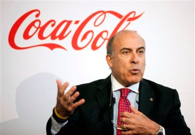 In this May 8, 2013 file photo, Coca-Cola CEO Muhtar Kent speaks during a news conference in Atlanta. Coca-Cola is revising its pay plan for executives after shareholders including Warren Buffett expressed disapproval and called it excessive. (AP Photo/David Goldman, File)