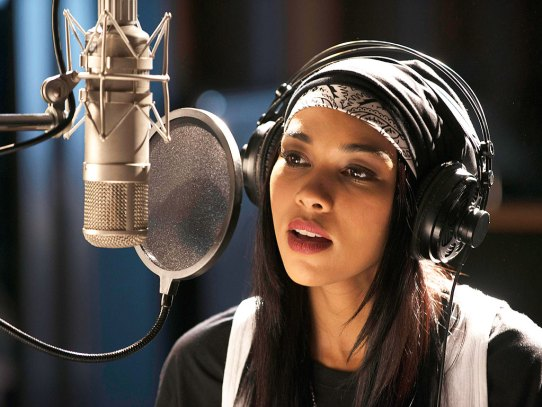 Alexandra Shipp as Aaliyah. (Christos Kalohoridis/Lifetime)