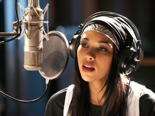 Alexandra Shipp as Aaliyah. (Christos Kalohoridis/Lifetime)