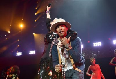 Gwen Stefani, left, and Pharrell Williams perform at the KIIS FM's Jingle Ball at the Staples Center on Friday, Dec. 5, 2014, in Los Angeles. (Photo by John Shearer/Invision/AP)