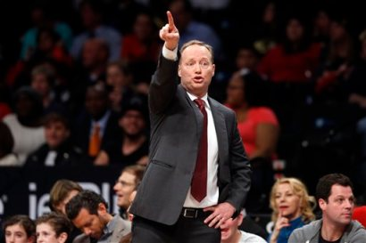 Atlanta Hawks coach Mike Budenholzer gestures to his team during the second quarter of an NBA basketball game against the Brooklyn Nets on Wednesday, April 8, 2015, in New York. Atlanta defeated Brooklyn 114-111. (AP Photo/Jason DeCrow)