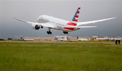 An American Airlines Boeing 787 Dreamliner takes off for Chicago O'Hare International Airport on its debut flight, Thursday, May 7, 2015 at Dallas-Fort Worth International Airport in Grapevine, Texas. American joins United as the only U.S. airlines using the plane, which American hopes will appeal to passengers and open new, profitable international routes. (Ron Jenkins/The Fort Worth Star-Telegram via AP)
