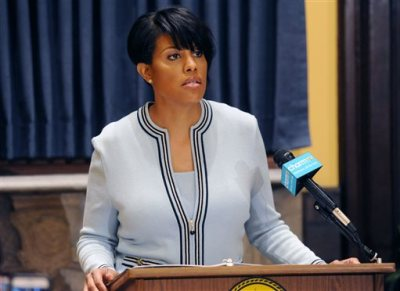 Mayor Stephanie Rawlings-Blake holds a news conference on Wednesday, May 6, 2015 in Baltimore.  The mayor called on U.S. government investigators to look into whether this city's beleaguered police department uses a pattern of excessive force or discriminatory policing. Rawlings-Blake's request came a day after new Attorney General Loretta Lynch visited the city and pledged to improve the police department. (Kim Hairston/The Baltimore Sun via AP)