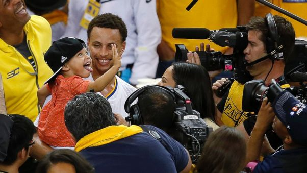 Golden State Warriors guard Stephen Curry holds his daughter Riley after Game 5 of the NBA basketball Western Conference finals against the Houston Rockets in Oakland, Calif., May 27, 2015. (Tony Avelar/AP)
