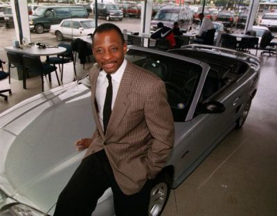 In this Sept. 30, 1997, file photo, Mel Farr poses in his showroom in Oak Park, Mich. Farr, the Detroit Lions' running back who rushed for over 3,000 yards in seven NFL seasons, has died. He was 70. A Lions spokesman said Farr's son confirmed his father died Monday, Aug. 3, 2015. After his NFL career, Farr went on to build an auto dealership business. (Carlos Osorio/AP Photo)
