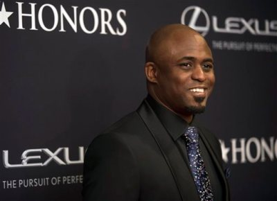 """In this Saturday, Jan. 24, 2015, file photo, Wayne Brady arrives on the red carpet at the BET Honors 2015 at Warner Theater on in Washington. Producers of """"Kinky Boots"""" said Brady, the """"Let's Make a Deal"""" host, will step into the high heels of the cross-dressing Lola, on Broadway, starting Nov. 21, 2015. It is Brady's first return to Broadway since he made his debut in 2004 in """"Chicago."""" (Photo by Kevin Wolf/Invision/AP, File)"""