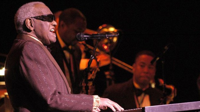 Last concert of Ray Charles, at Salle Wilfrid-Pelletier of the Place des Arts while the Festival International de Jazz de Montréal in 2003. Photo by Victor Diaz Lamich.