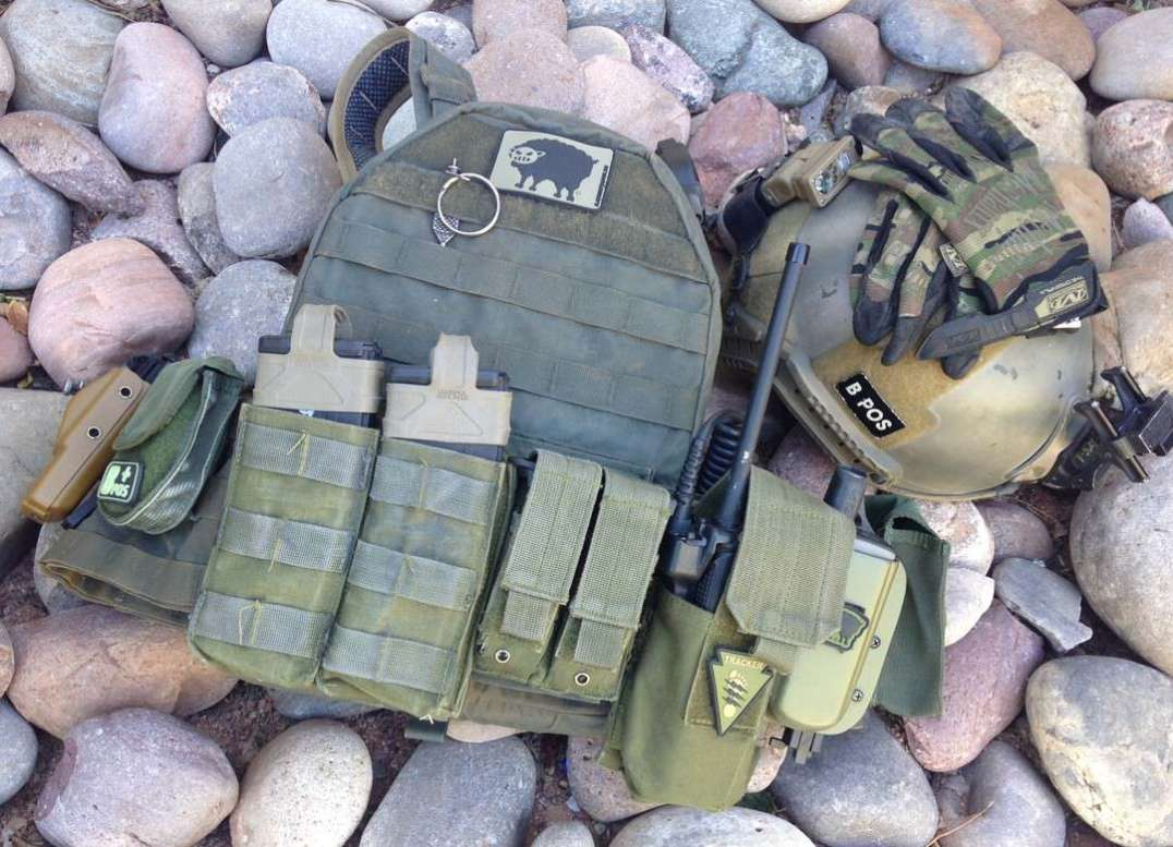 Raine Black Plate Carrier