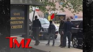 Video Extra #5 >>> Kevin Hart Visits Meek Mill in Philadelphia Prison