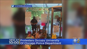 Video Extra #3 >>> Protesters Occupy University Of Chicago Police Headquarters Demanding Department Be Abolished