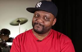 """Video Extra #2 >>> Aries Spears Stops Interview And Responds To Na'im Lynn: """"Kevin Hart Is Your Man?"""